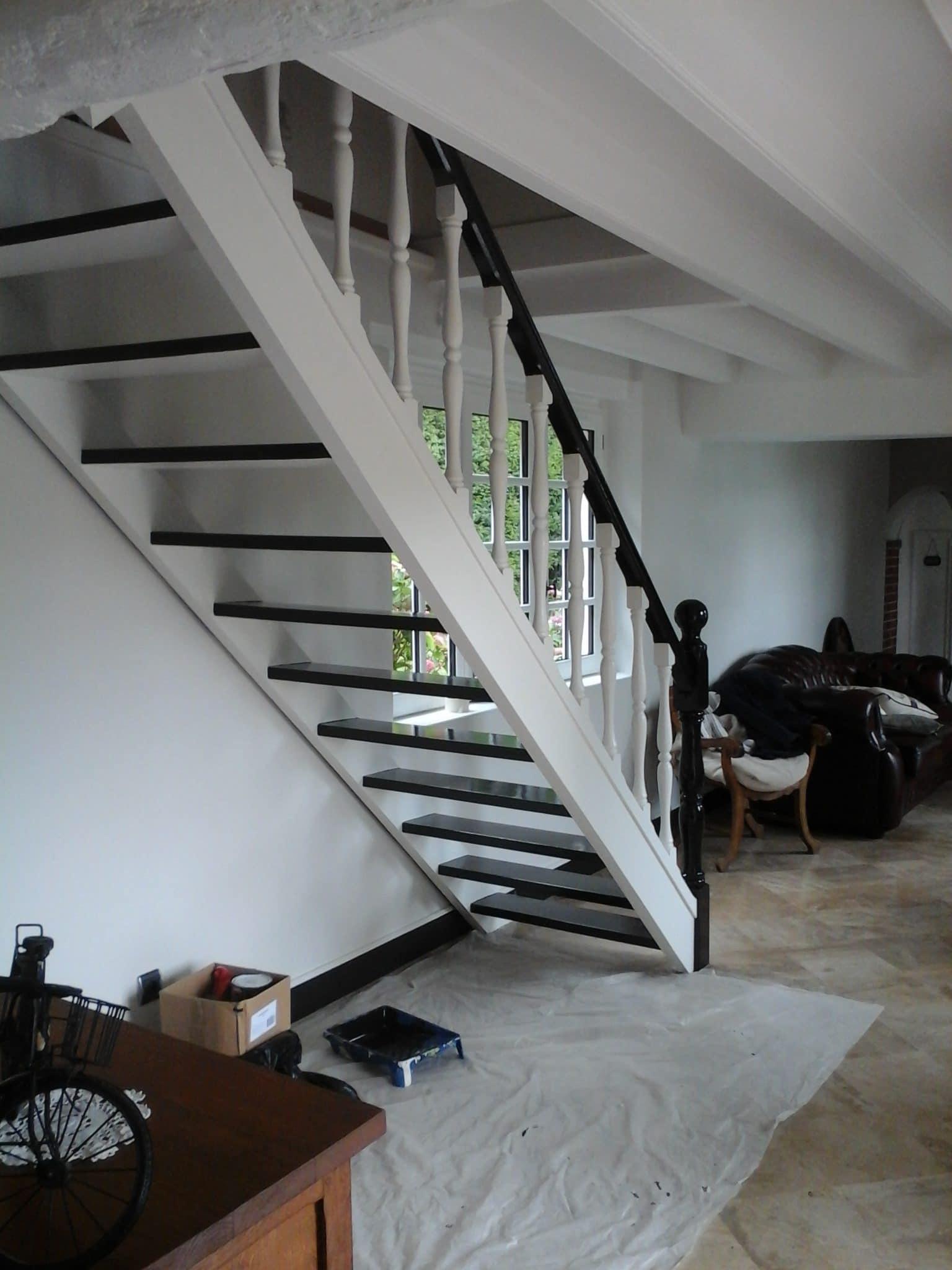 L'escalier passe au blanc